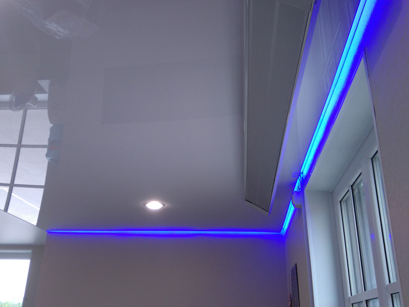 парящий потолок в омске